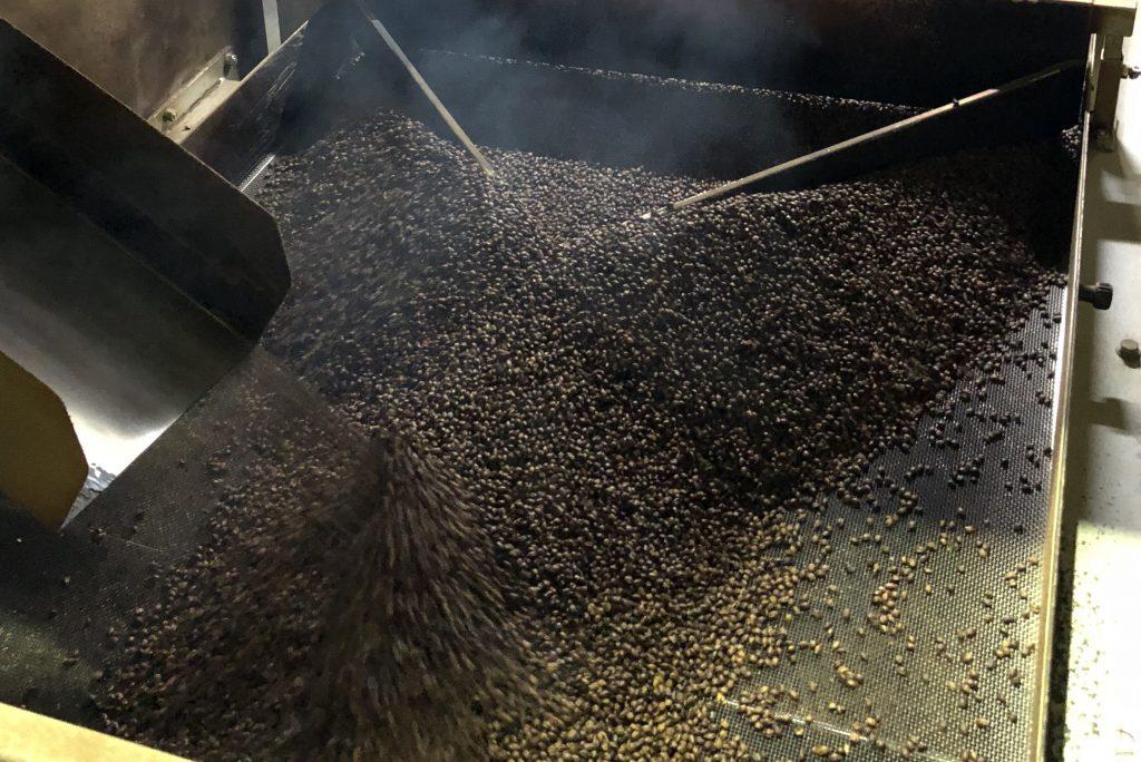 焙煎大麦の製造の様子